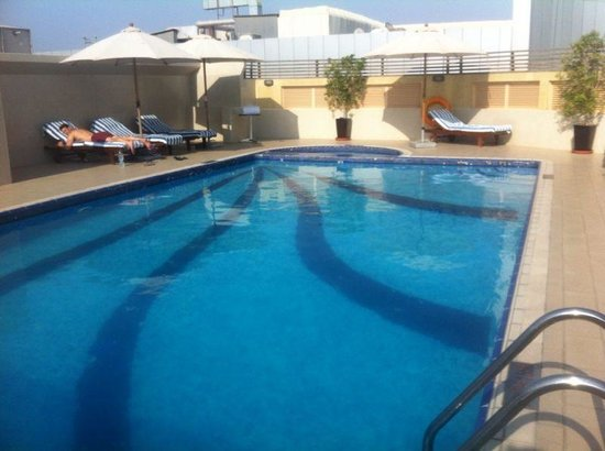 Al Barsha Hotel Apartments by Mondo : Rooftop pool