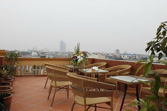 Lucky 3 Hotel: Garden Bar