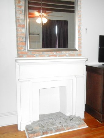 Inn on St Ann : fireplace in the sitting room of the Queen suite of the Marie Laveau annex