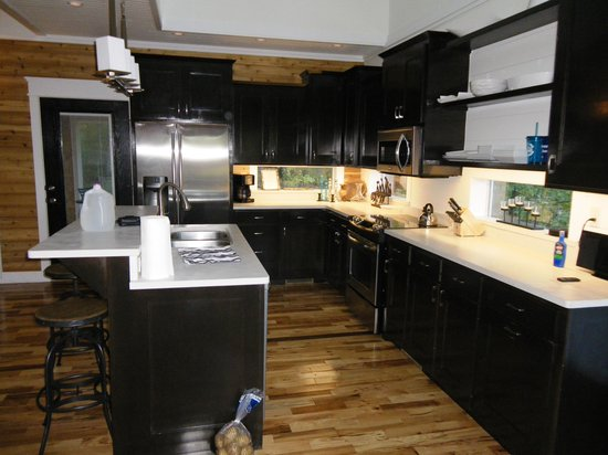 The River's Edge Cottages: Kitchen