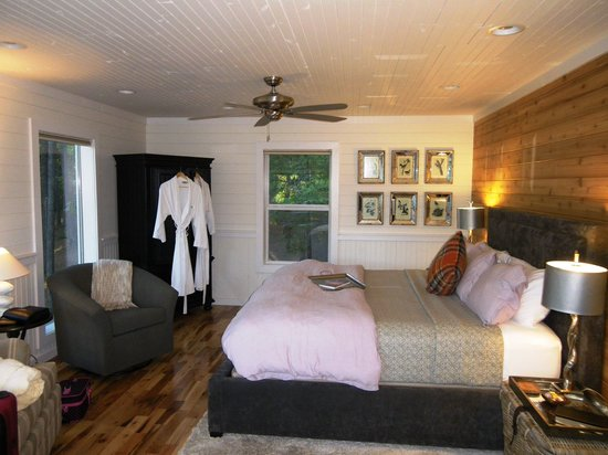The River's Edge Cottages: Bedroom