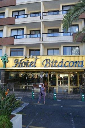 Spring Hotel Bitacora: Отель. Центральный вход