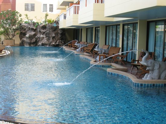 Palmyra Patong Resort : Бассейн