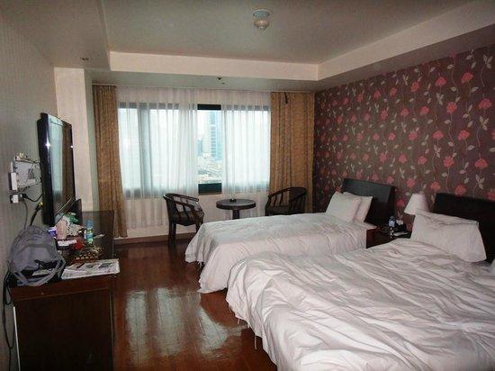 New Hilltop Tourist Hotel: Наш номер