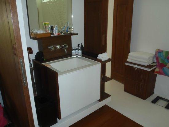 Putahracsa Hua Hin: Вход в зону умывальник - душевая- ванная- туалет