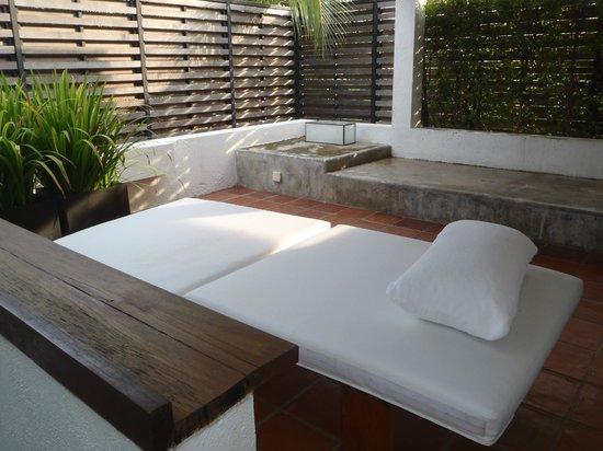Putahracsa Hua Hin: На 2-м этаже виллы хорошо поспать днем или поужинать всей компанией вечерком с пивком