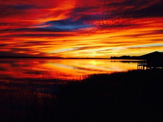 Lakeside Inn: Beautiful sunset at the Inn.