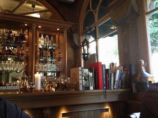 1877: Замечательная домашняя атмосфера ресторана