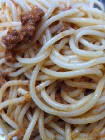 La Cour de la Huchette: Lousy spaghetti