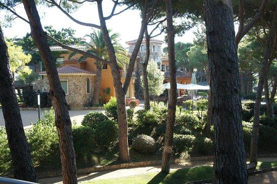 Aparthotel Ciutat de Palol: Вид со 2-го этажа блока B на едальню