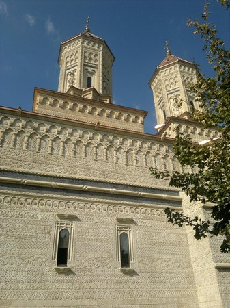 Church of the Three Hierarchs: outside 3