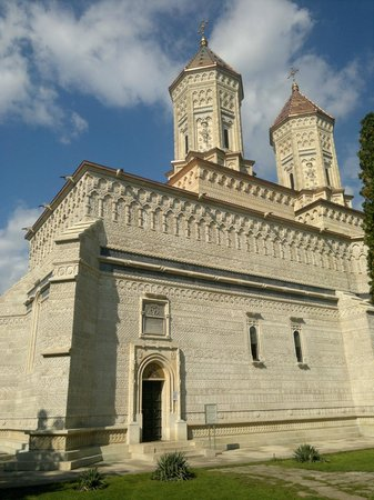 Church of the Three Hierarchs: outside 6