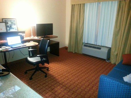Fairfield Inn Provo: Living Area/Office