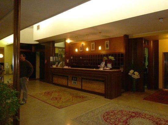 Hotel Terme Bologna: Blick auf die Rezeption