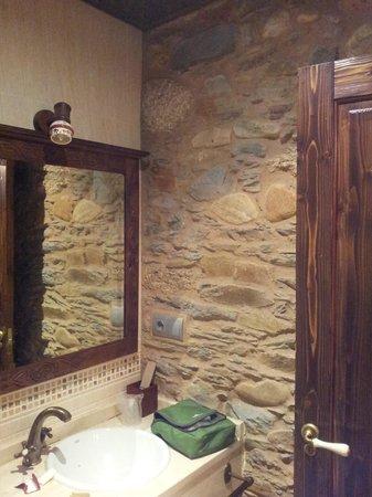 Hostal Virgen de la Encina: private bathroom