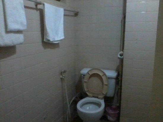 Popa Hotel Mandalay: Bathroom