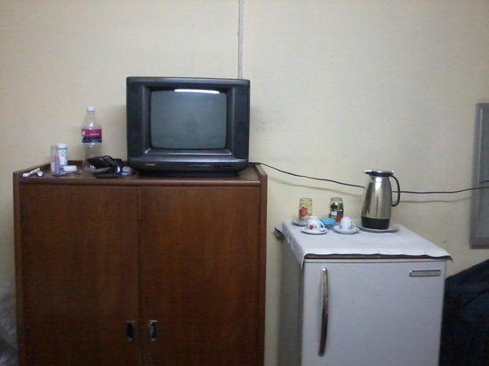 Popa Hotel Mandalay: TV with only Burmese channels