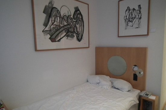 Park Plaza Berlin Kudamm: Картины над кроватью
