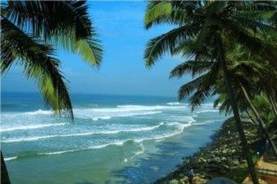 Krishnatheeram Ayur Holy Beach Resort: the tiny beach in front of this resort with black & white sand