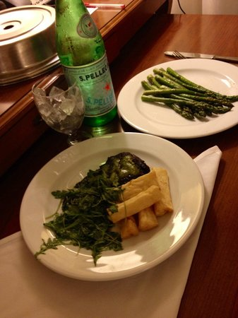 Miami Airport Marriott: Room service exceeded my expectations. Dinner was great ��