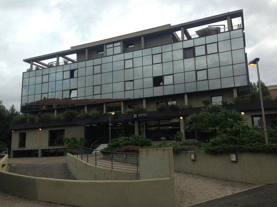 Hotel Zone: Frontal view from the road