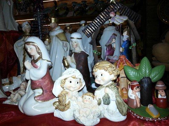 Tinacci Tito & Maria Grazia: Natale....tempo di presepe!!!! All'interno del negozio tanti presepi a disposizione tutto l'anno