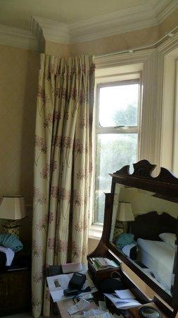 Oaklodge Bed & Breakfast: fenêtre sur la rue