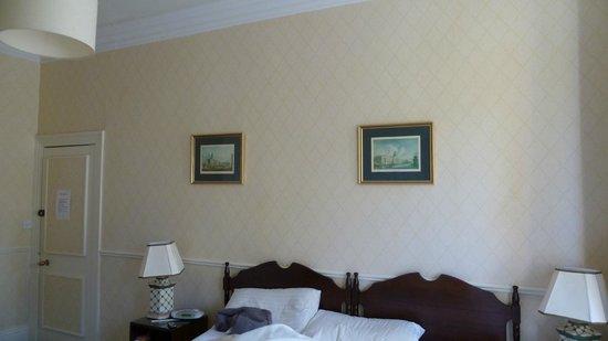 Oaklodge Bed & Breakfast: lit jumeaux que nous avons rassemblé nous même en lit double