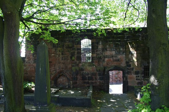 Birkenhead Priory: Beautiful gardens