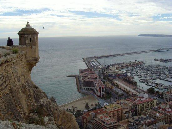 Hotel Maya Alicante: chateau de Santa Barbara vue sur le port