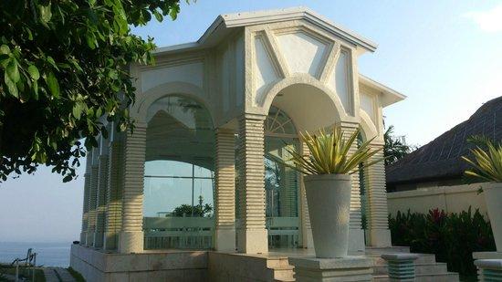 Blue Point Bay Villas & Spa: Glass Chapel