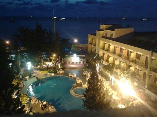 Rex Hotel: Вид из номера (6 этаж)