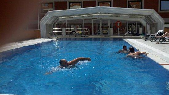Madrid Marriott Auditorium Hotel & Conference Center: La piscina
