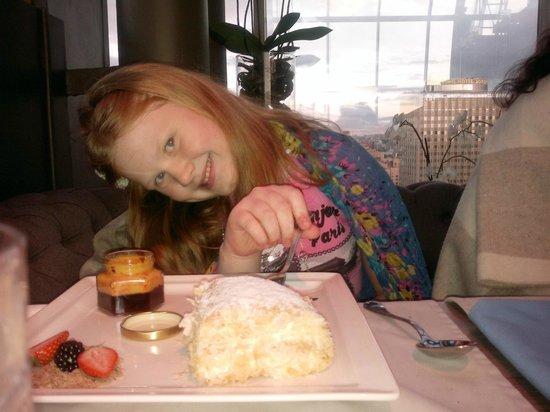 White Rabbit: Ребенок счастлив десерту !!!