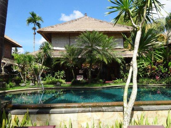 Bunga Permai Hotel : Zicht op een van de huizen