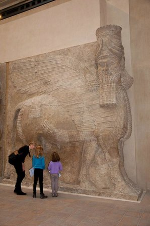 Paris Muse Private Tours: Describing the Mesopotamian Art are and the significance of carvings.