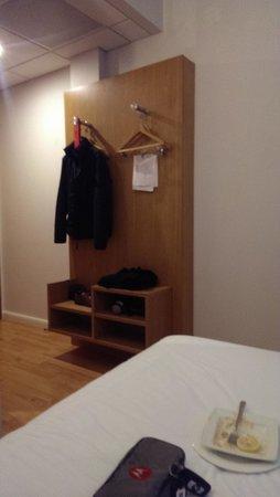 Ibis Styles Birmingham Airport NEC: Room