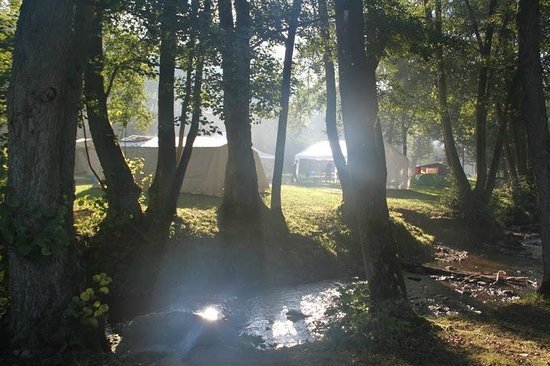 Camping Le Val de L'Aisne: Terrein met tenten