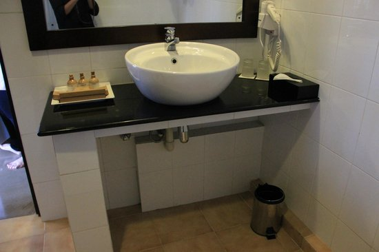 Tourmaline Hotel: Bathroom 1