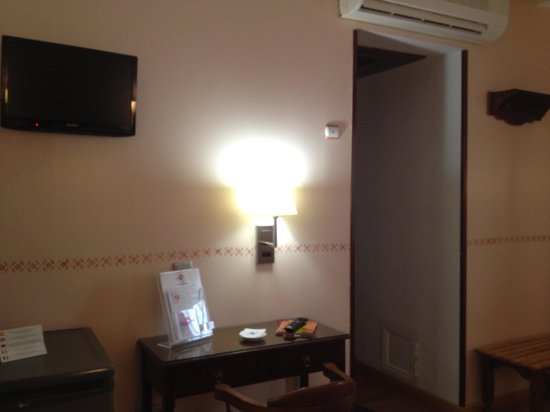 Hotel Selu: テレビはソニー