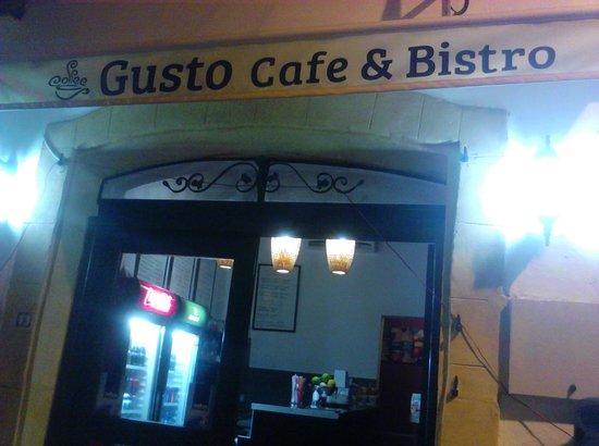Gusto Cafe & Bistro: getlstd_property_photo