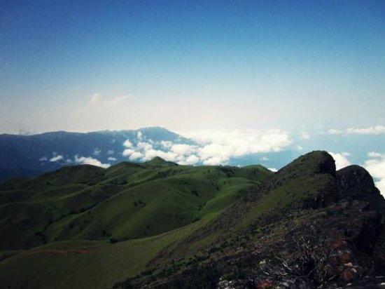 Rolling hills around the Mukurti peak.