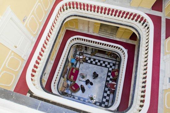 Hotel Las Cortes De Cadiz: Vista del Lobby