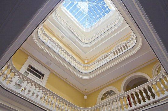 Hotel Las Cortes De Cadiz: Vista desde el Hall de entrada