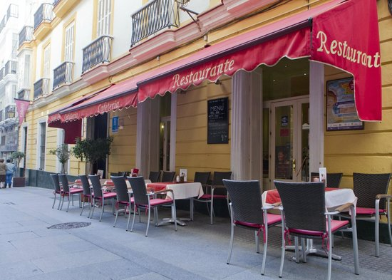 Hotel Las Cortes De Cadiz: Entrada del Hotel/Terraza de Cafetería
