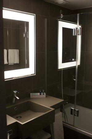 Novotel Fontainebleau Ury : Salle de bains