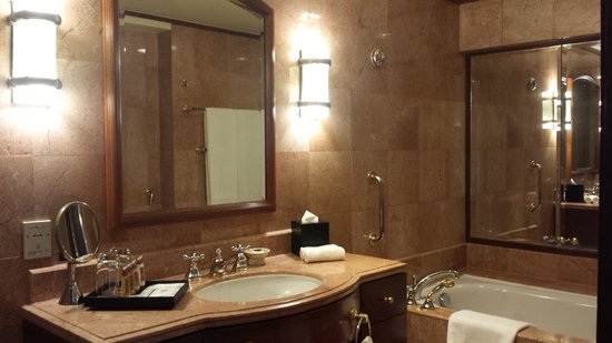 Sheraton Imperial Kuala Lumpur Hotel: Design might be dated but it's quite exquisite and lovely and definitely clean