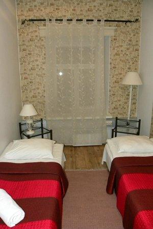 OldHouse Hostel: 2-х местный номер на 1 этаже