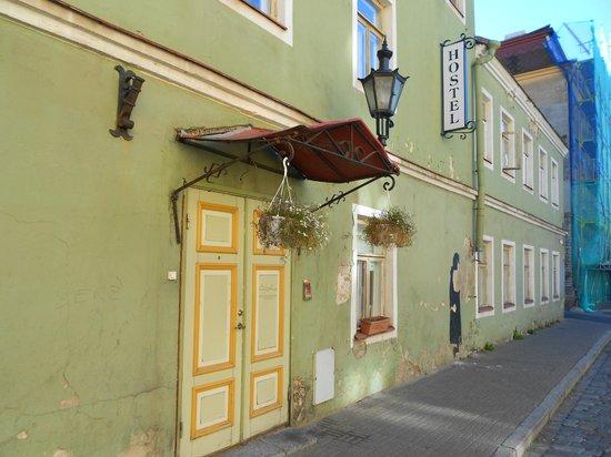 OldHouse Hostel: Вход в отель