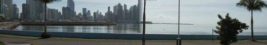 Avenida Balboa: Cinta Costera de Panamá a lo ancho de la bahia